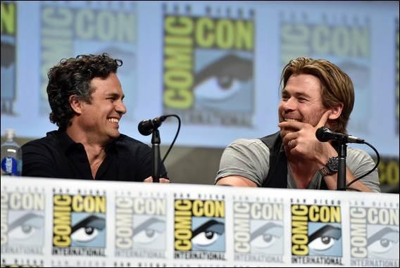 Hulk (Mark Ruffalo) and Thor (Chris Hemsworth) share a laugh.